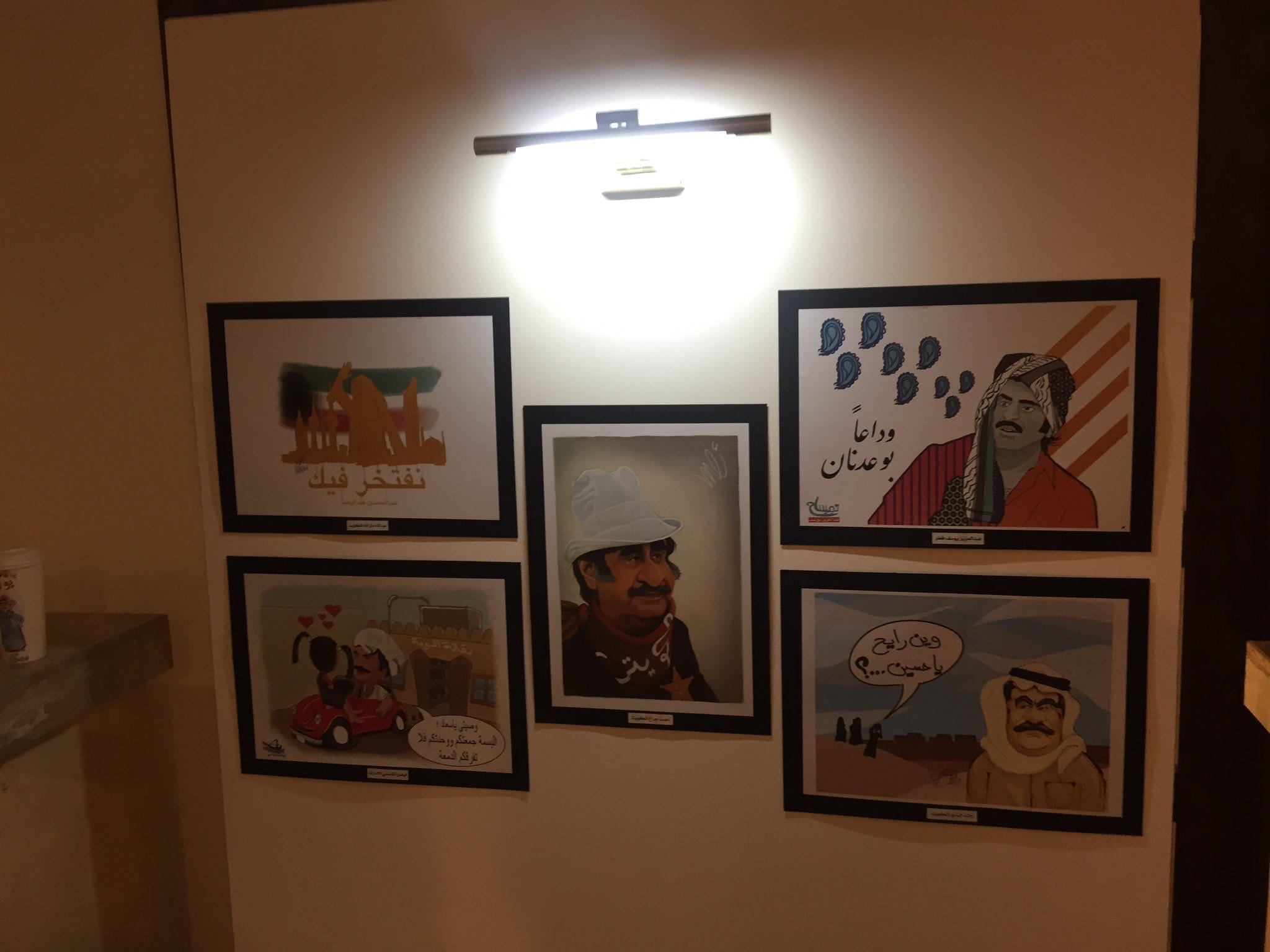 """معرض """"راسم البسمة"""".. لوحات كاركاتير خليجية وفاء للراحل عبدالحسين عبدالرضا"""